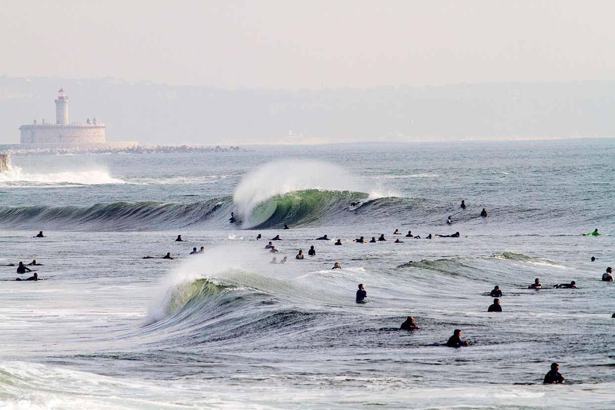 In Portugal Surfen mit den besten Surfboardsam Surfspot Carcavelos