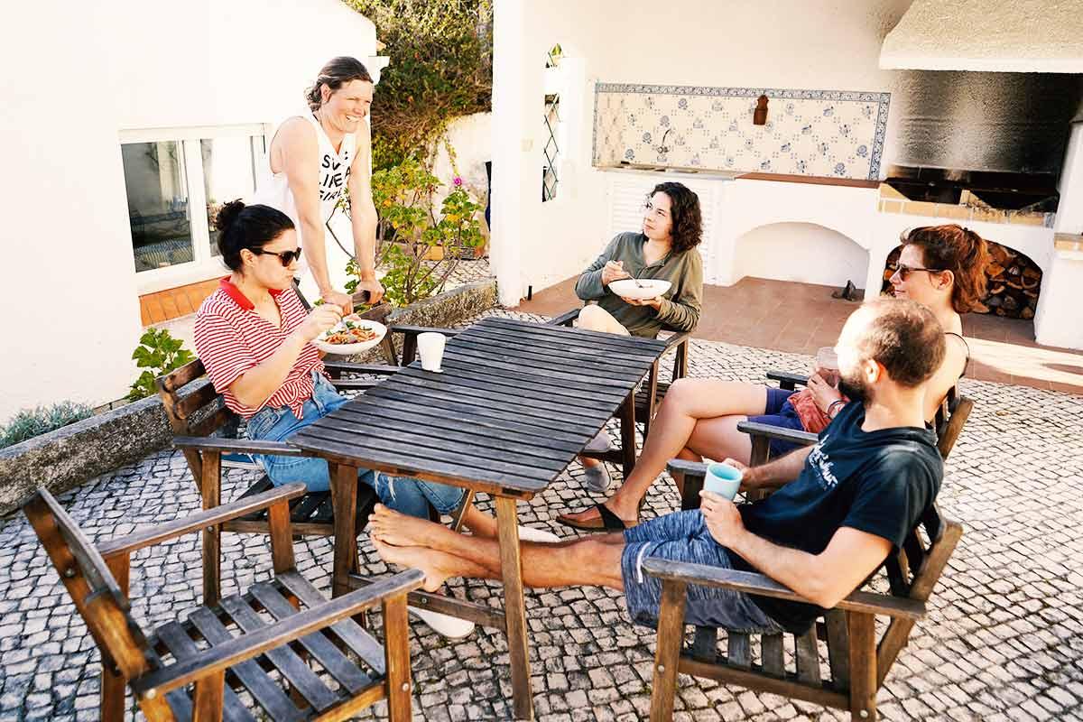 Entspannter Vibe im SaltyWay Surfcamp in Portugal